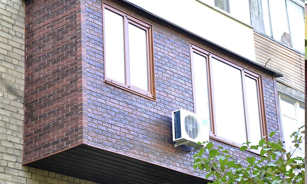 Пластиковые панели для облицовки балкона.